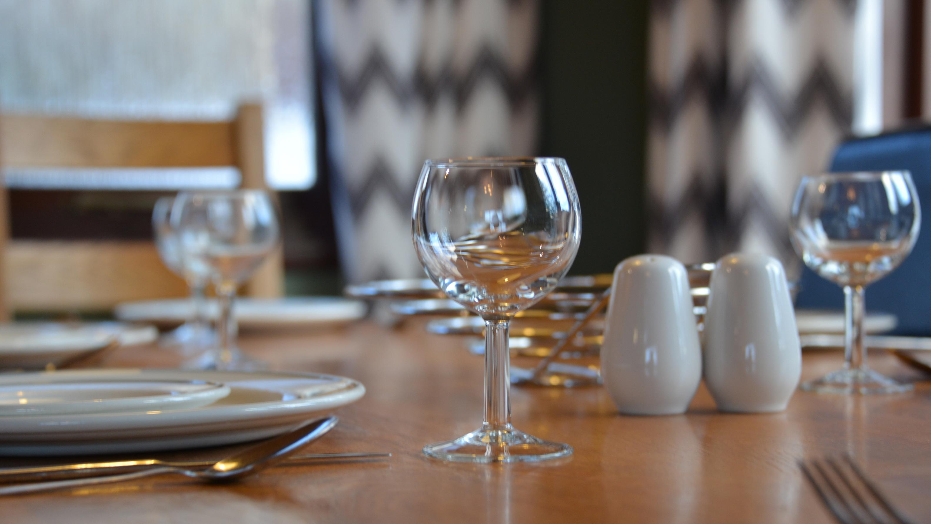 Nevis-dining-detail